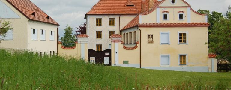 Muzeum Podblanicka, Zámek Růžkovy Lhotice