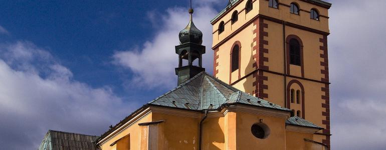 Děkanský kostel s městskou věží v Jirkově