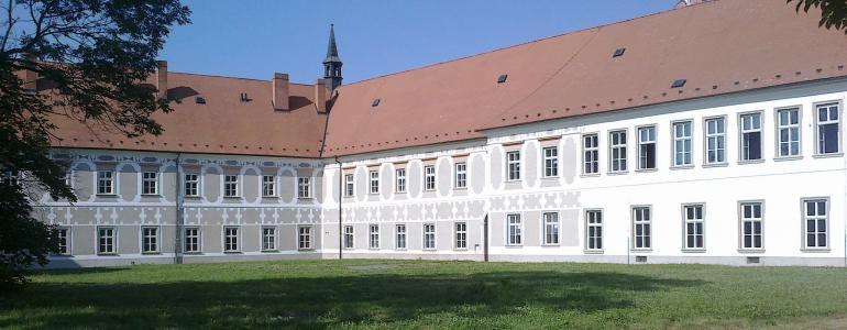 Piaristický klášter - Muzeum a pamětní síň S. Freuda
