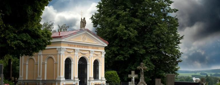 Hřbitovní kaple - hrobka rodu Schumpeterů-Killiánů - Třešť