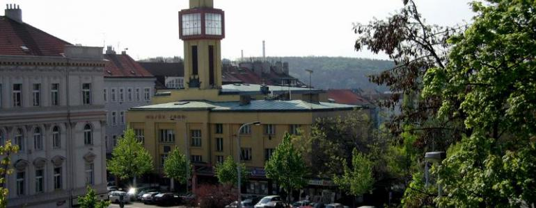 Husův sbor ve Vršovicích a Divadlo MANA