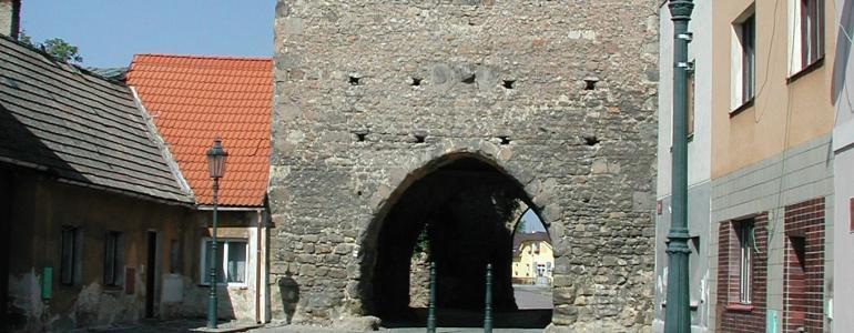 Česká brána a zbytky opevnění města - Bělá pod Bezdězem