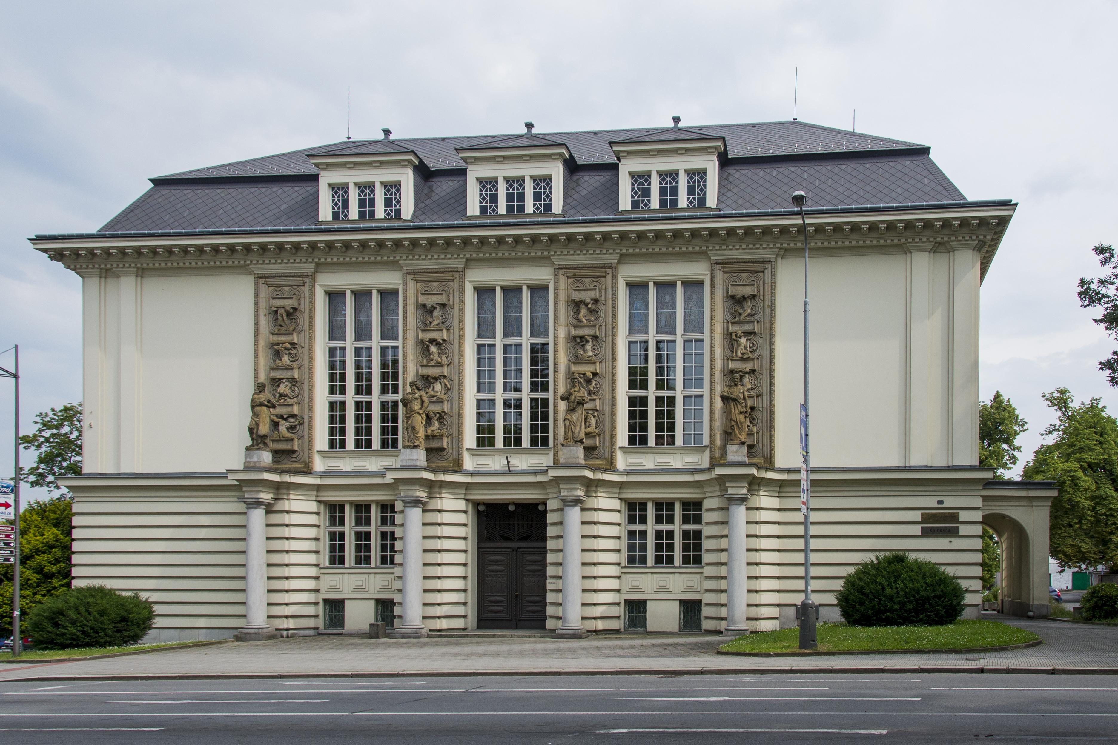 aa4f64fa8d7 Městský dům kultury Petra Bezruče - Architektonické památky ...